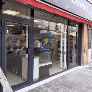 Remplacement-vitrine-complète-boucherie-lounes